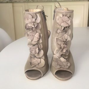 Boutique 9 Gray Heels with Leather Flowers